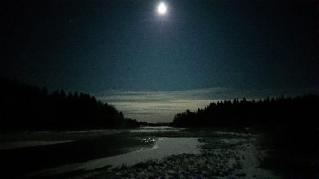 Snöskovandring är bästa sättet att uppleva månsken