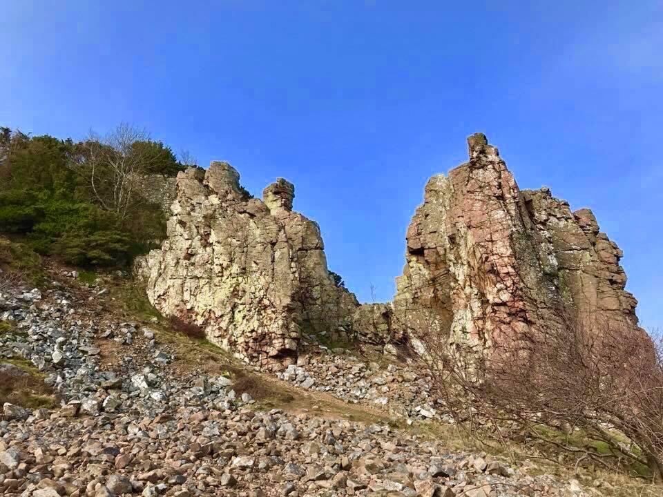 Dramatisk natur, enorma klippor