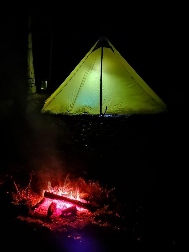 Tält och brasa