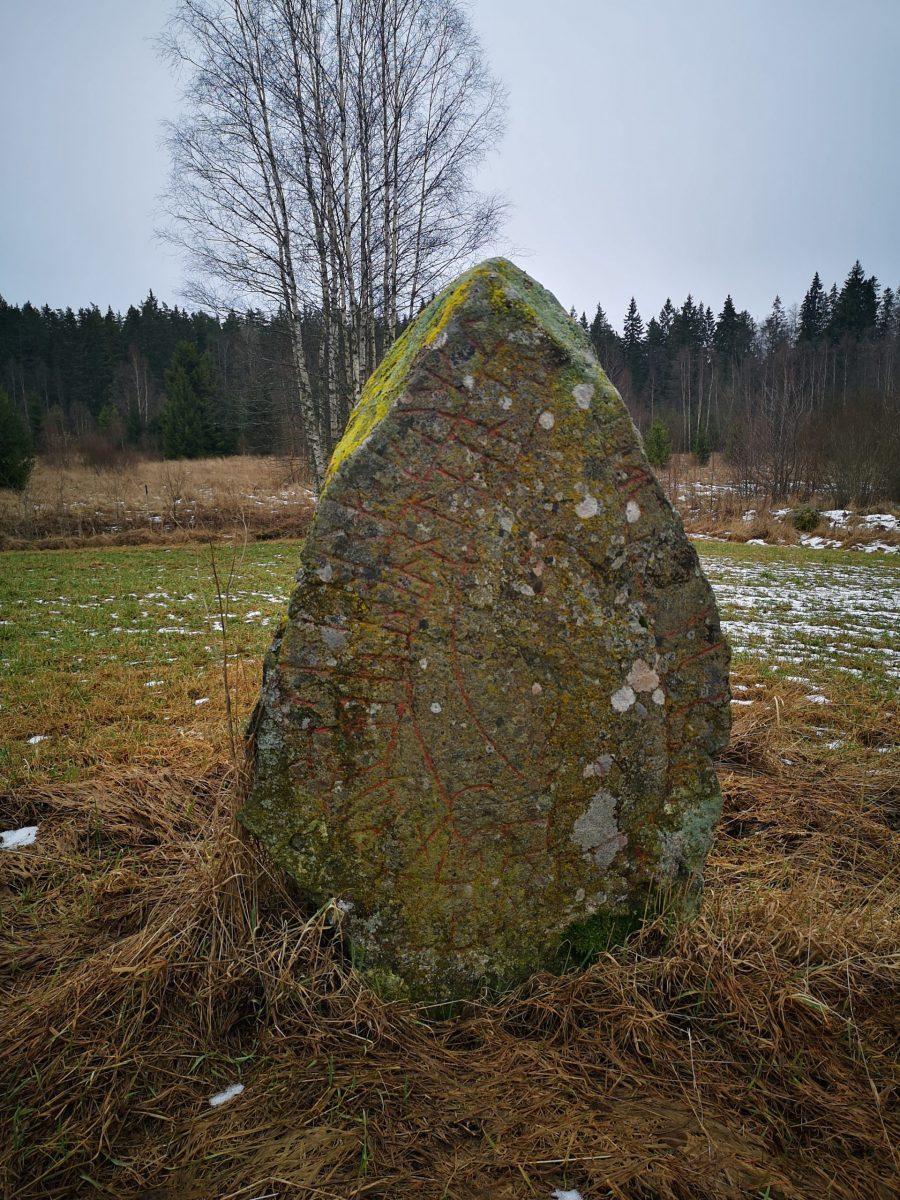 Runsten Sm 143 - Värneslätt, Melly, Eksjö