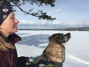 Jag och min hund Gemini vid sjön Växtra Lägern