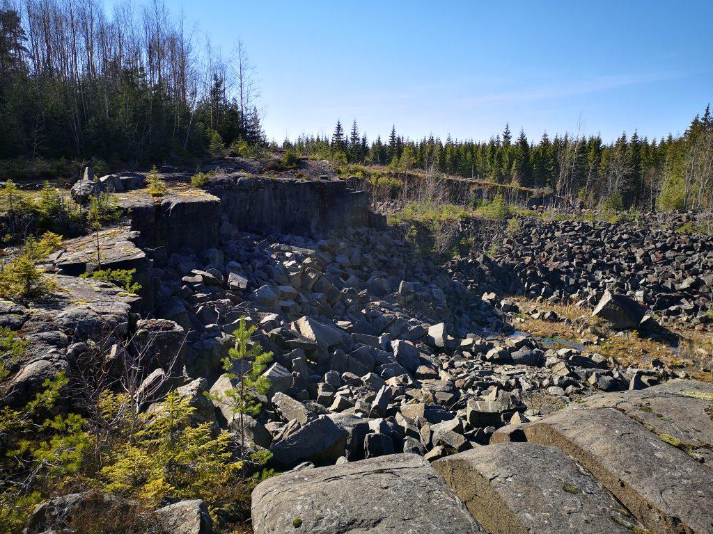 Den här gången ledde min nyfikenhet oss till ett stenbrott