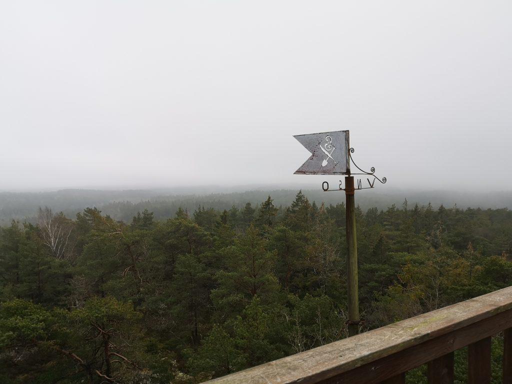 På högsta punkten (Svens Altare) finns en flöjel med Gunnar Sannes exlibris: en gåspenna, en spade och ett S