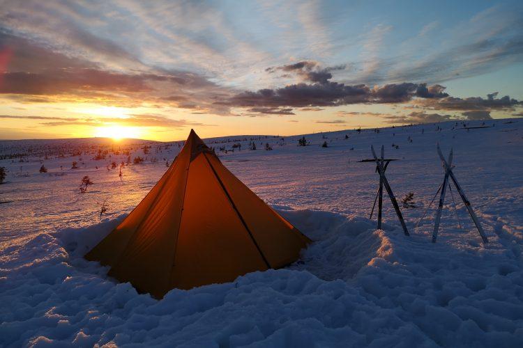 Årets höjdpunkt - att tälta på fjället i snö