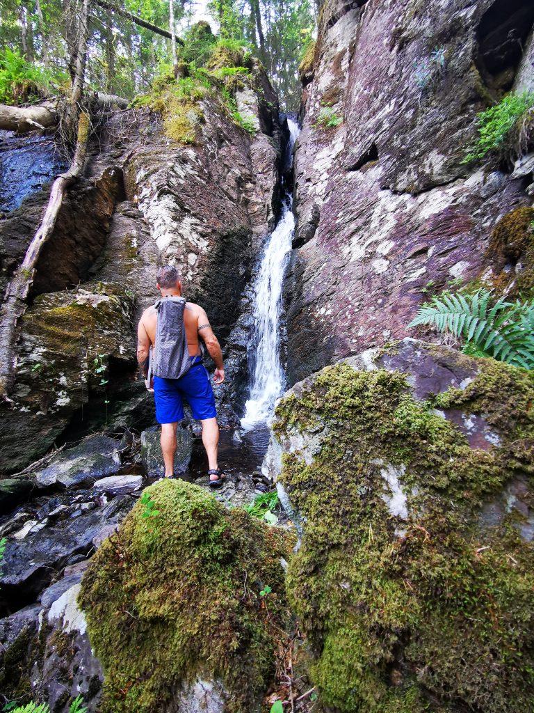 Framme vid vattenfallet