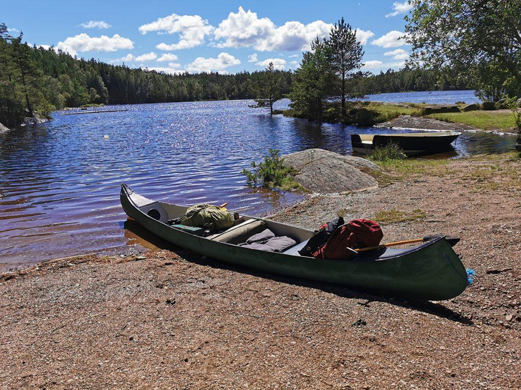 Kanoten är packad och klar i Stendammen - strax utanför Svartedalen naturreservat