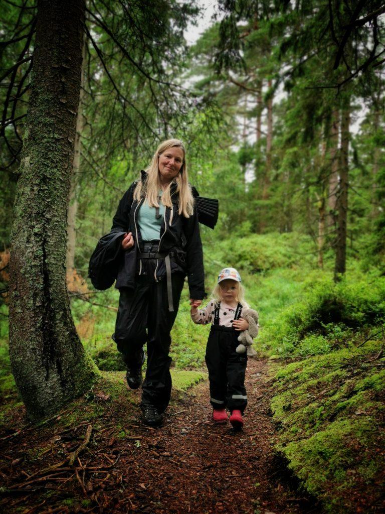 Jag och min systerdotter - på väg från Kroksjön
