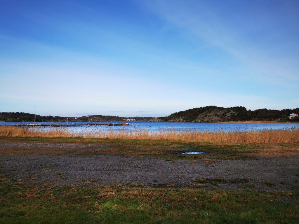 Vid färjeläget Malö Strömmar började vi vår vandring