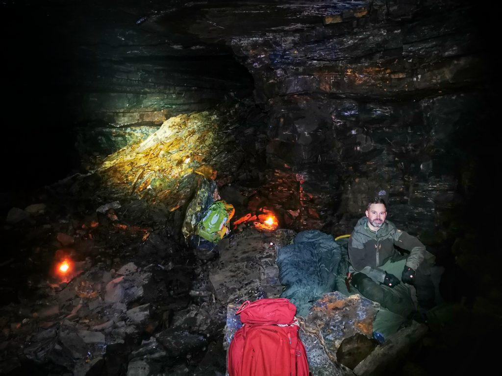 """Så här fin """"säng"""" hade vi i grottan"""