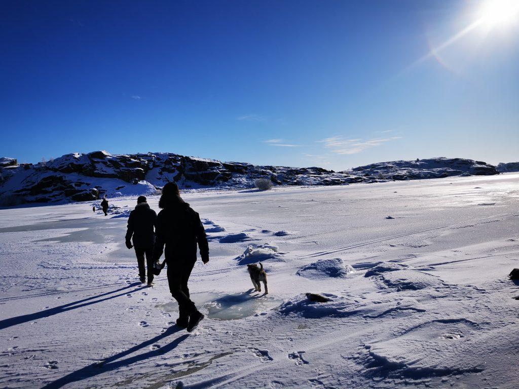 Solen sken obeskrivligt klart - och isen låg på havet