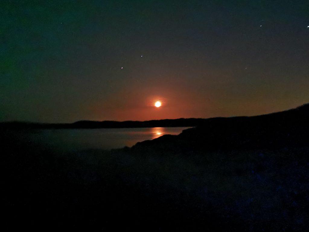 Månen och stjärnorna var som lampor över mig där jag låg i sovsäcken