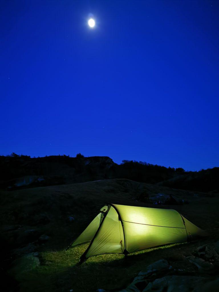 Tältet i månens sken