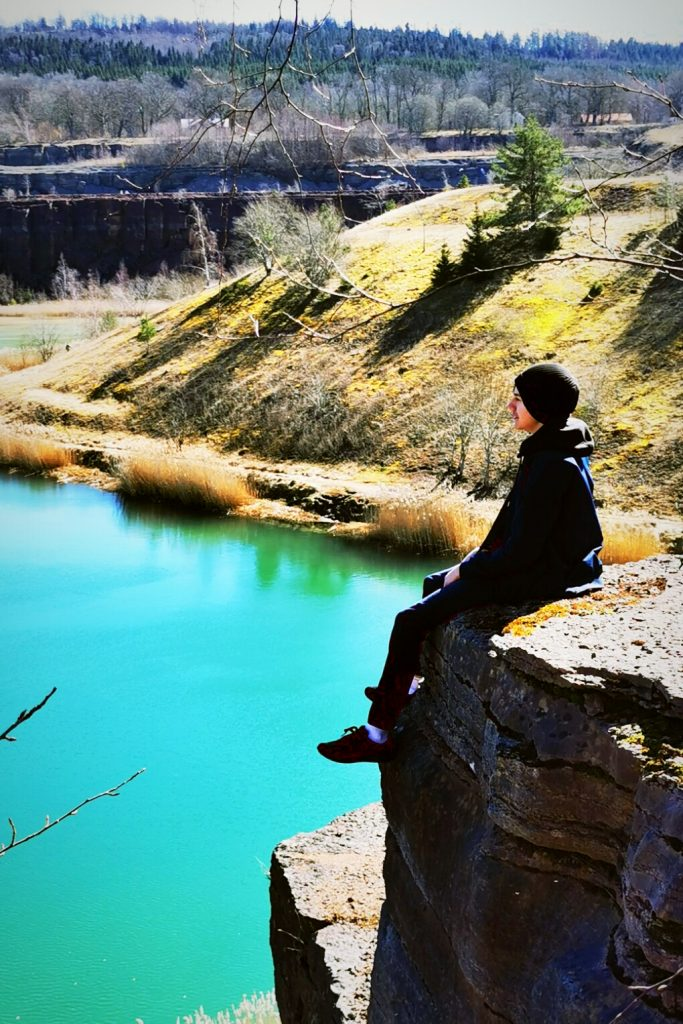 Vilken känsla att sitta här och se ut över stenbrottet!
