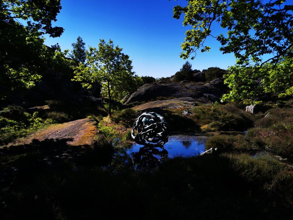 """Den här skulpturen heter """"Earth"""""""
