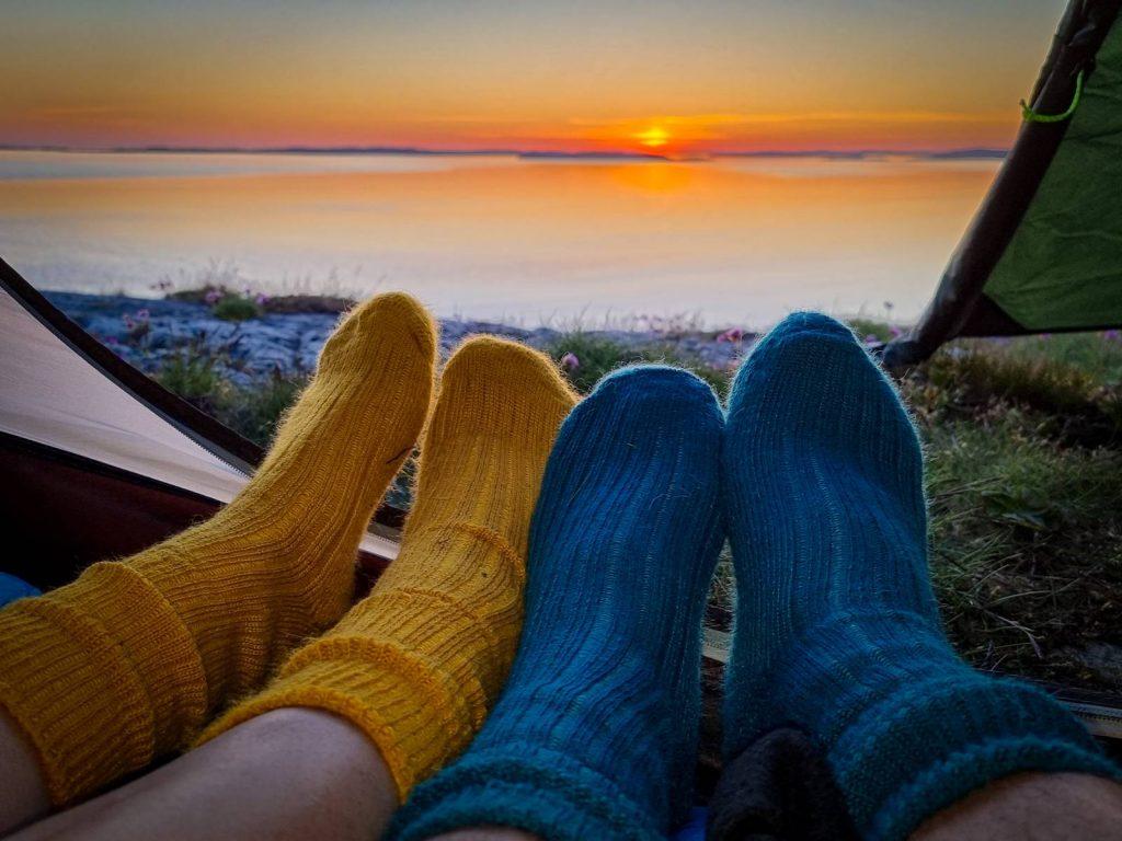 Lycka är att få sitta så här i solnedgången med den man älskar