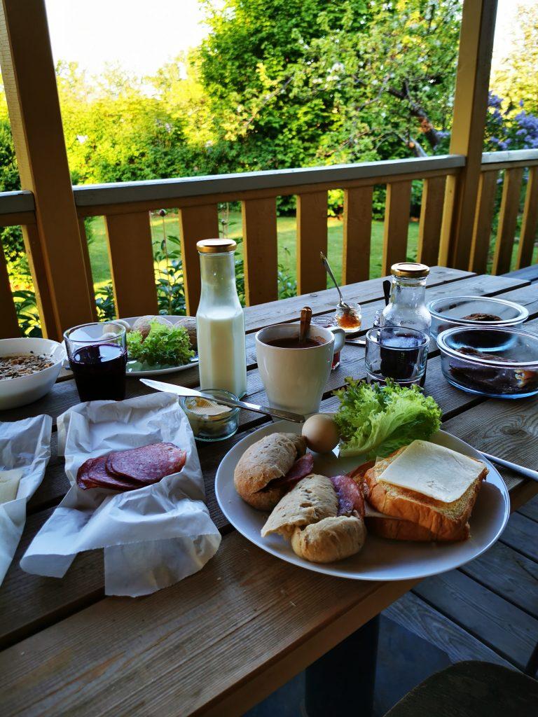 Frukost i magen - och lunchpåse i ryggsäcken från ekohotellt i Lugnås