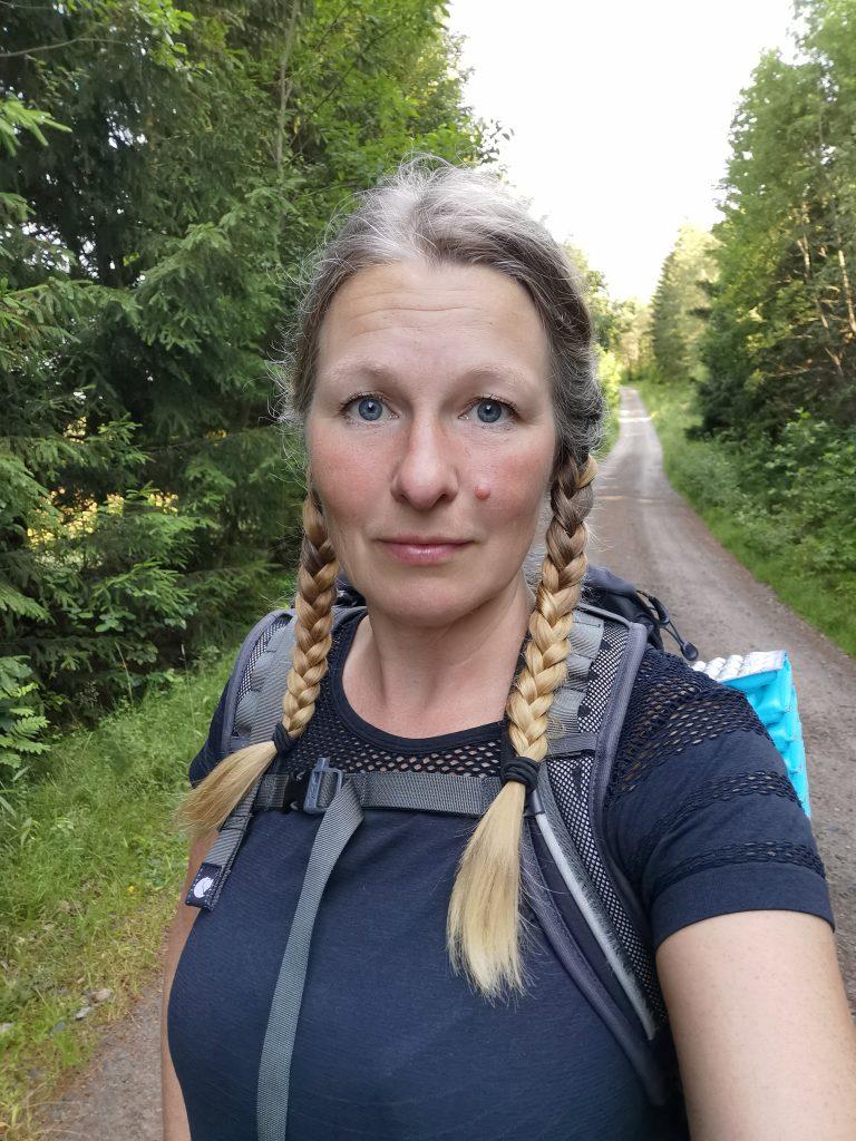 Grusvägen från Backamo och upp mot Bredfjällets naturreservat var inte jättespännande att gå