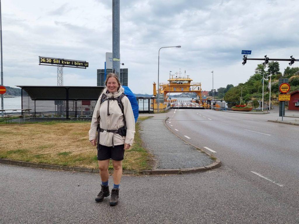 Här är jag redo att starta vandringen längs Orust Tvärs - vid färjan hemma i Svanesund på Orust