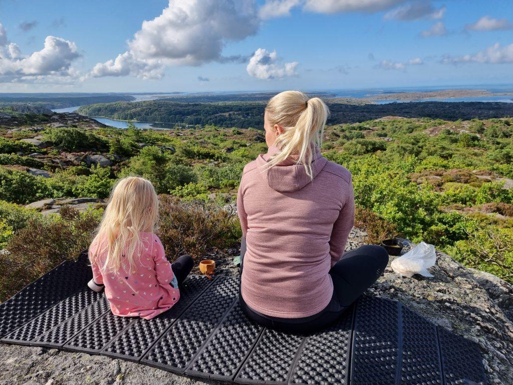 Frukost med vacker utsikt från Boxviks Vette - mitt i världens bästa lekpark