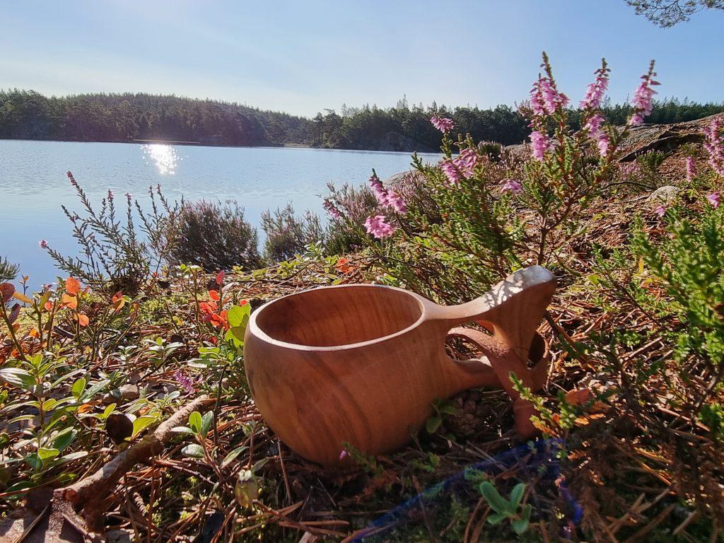 Min fina kåsa som min svärfar gjort åt mig - här vid Gårdsjön