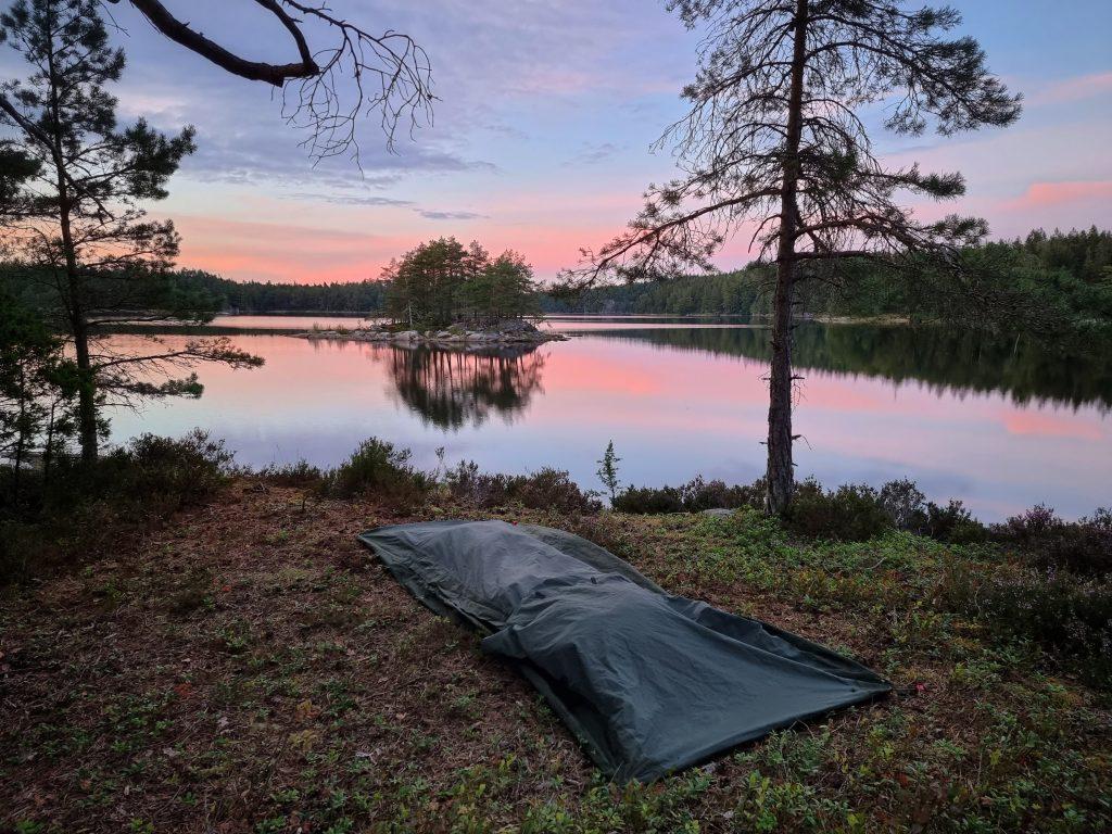 Övernattning i vindsäck/bivacksäck längs Skarsjöleden