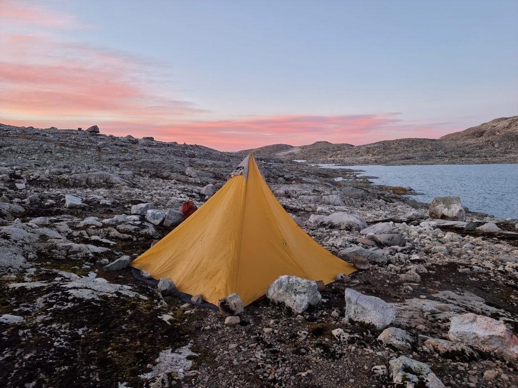 Inte den enklaste miljön att slå upp ett tält i - här mellan Fondsbu och Skogadalsbøen