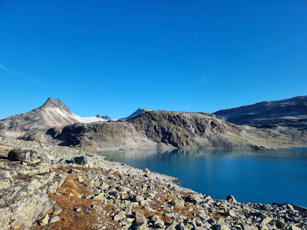 Sjön Kvitevatnet - en av dagens alla sjöar vi passerade (Uradalsvatnet och Holdedalsvatnet)