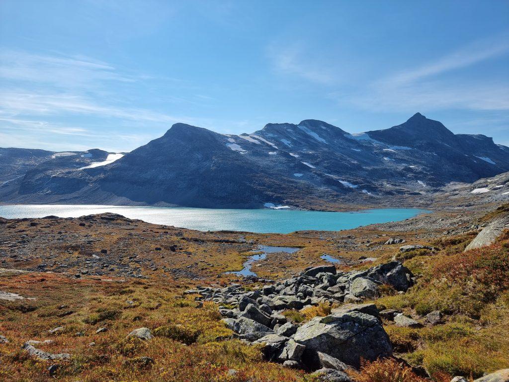 Och här får vi första skymten av Koldedalsvatnet