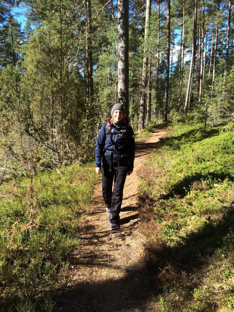 Min kompis Jenniefer på väg till Runkestenen